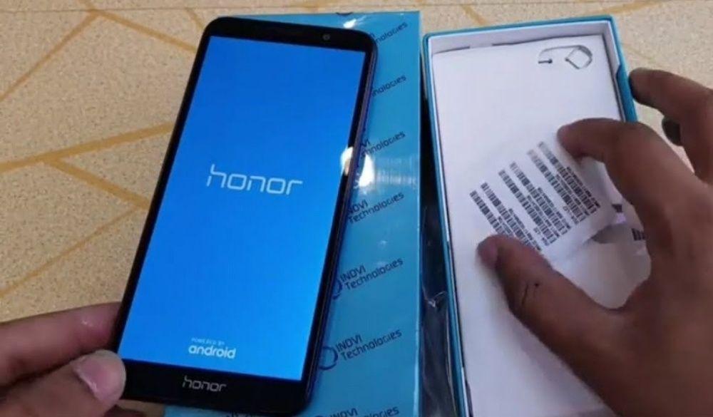 Huawei Honor 7s na caixa.