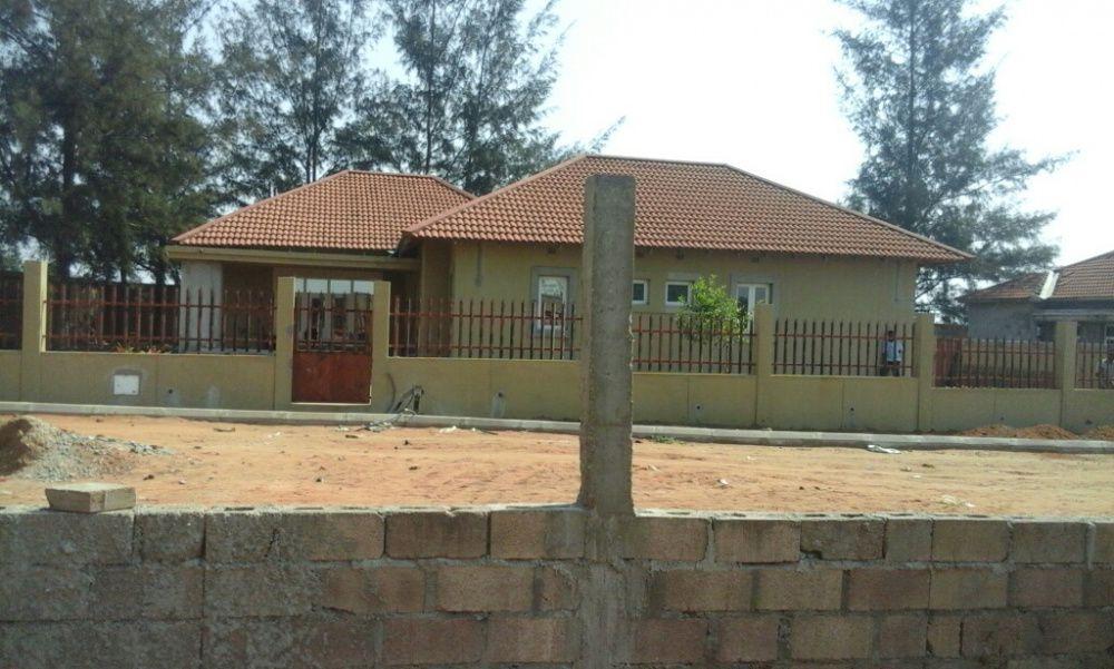 Vende um condominio de 8 casas na Mulotana N4