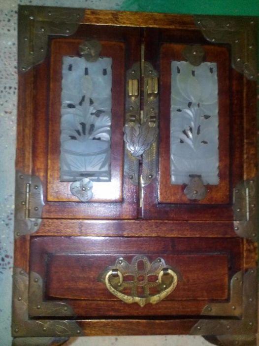 cutie veche pentru bijuterii ,din lemn de trandafir