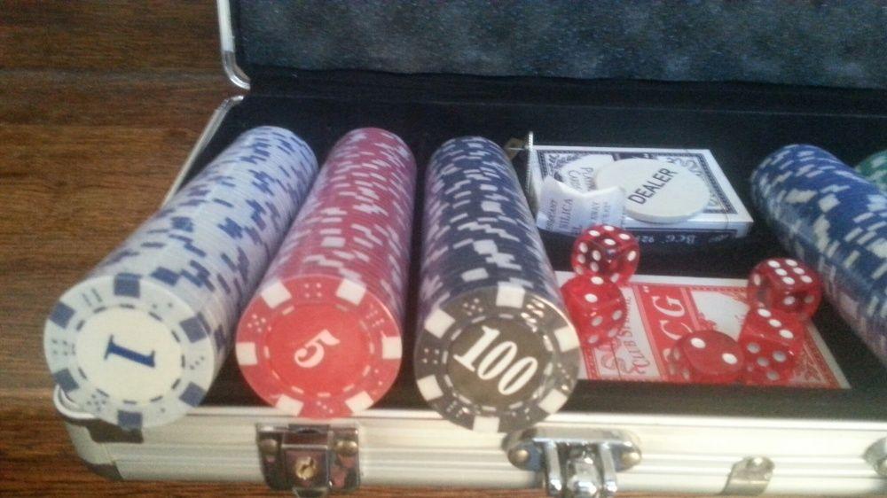 Set poker profesional. 300 jetoane imprimate. 11.5 g.