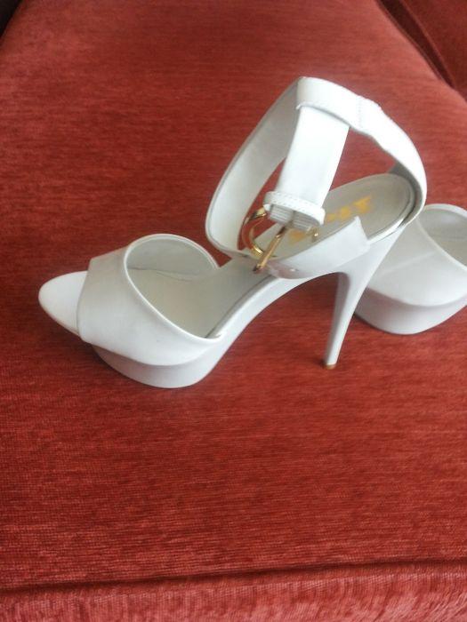 италиански обувки естествен лак