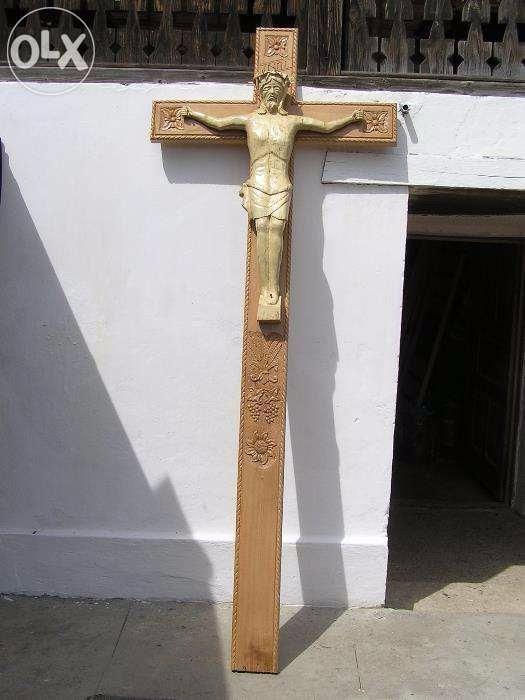 producator troita crucifix sculptata manual din lemn de paltin si stej