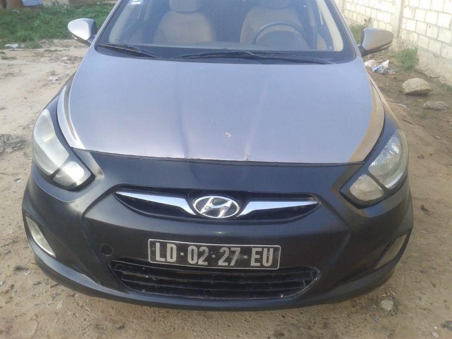Vende - se este Hyundai Accent