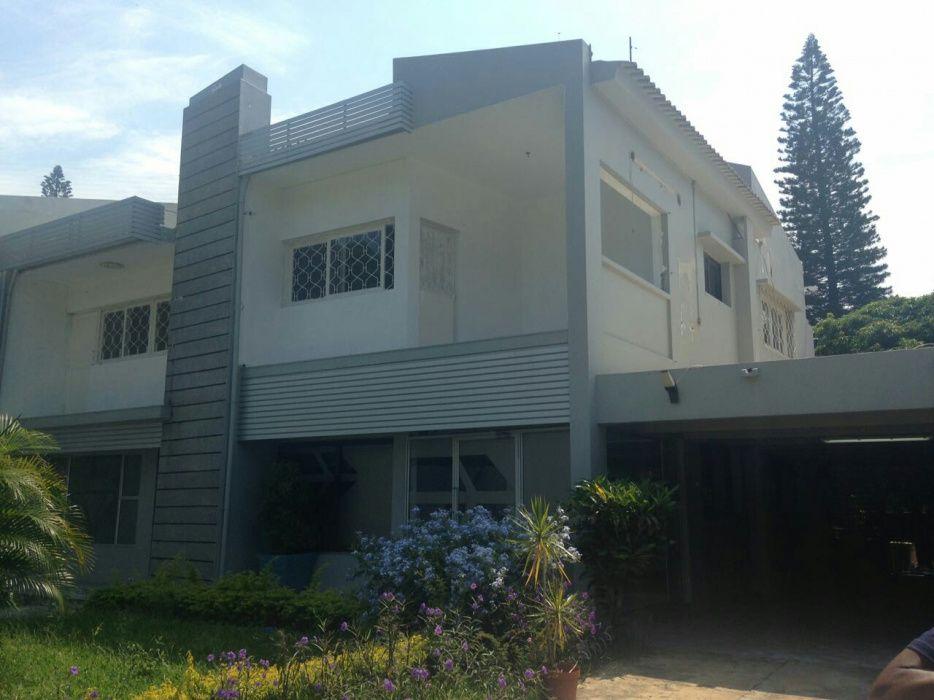 Arrenda se moradia de luxo tipo4 na Av Keneth Kaunda ao lado da Cotur