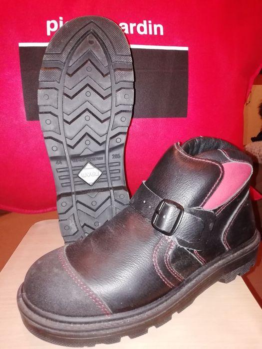 Продам рабочую обувь.