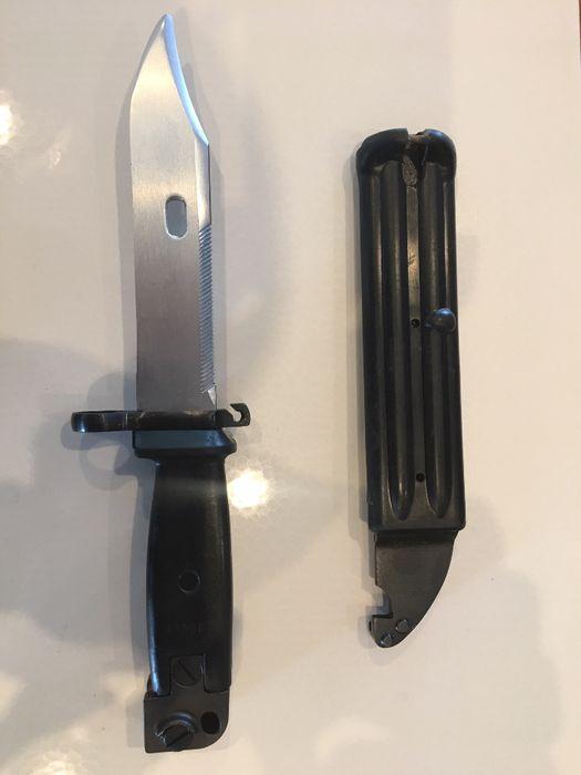 Нож - щик за автомат АКМ - 47 на цена 75 лева за декорация! Нов!