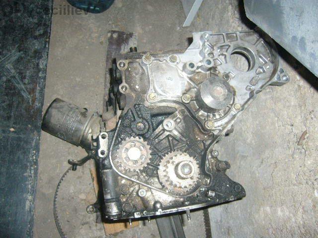 Двигател с глава за Тойота Авенсис 1цд фтв