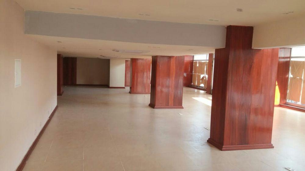 Loja com 500m² na mohammad Siad baré com Eduardo mondlane