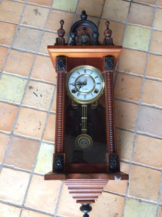 Ceasuri de perete vintage