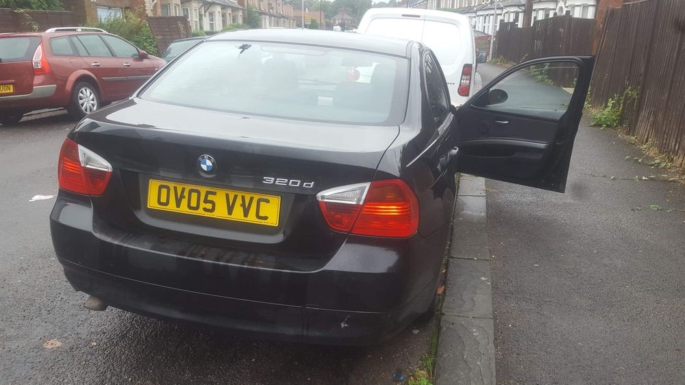 Bara ,spate BMW 320d E90 an 2006