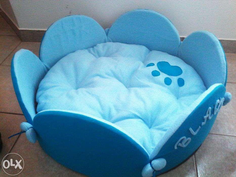 Culcus cos pat pentru caini de talie medie - mare