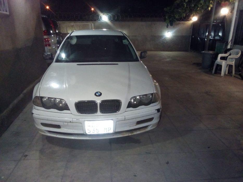 Vendo BMW 318 i em bom estado de conservação.