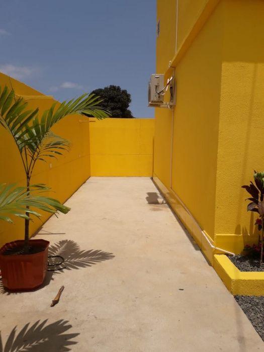 Vendo uma residência T3, Rua que sobe o Banco BFA do Benfica, liga.
