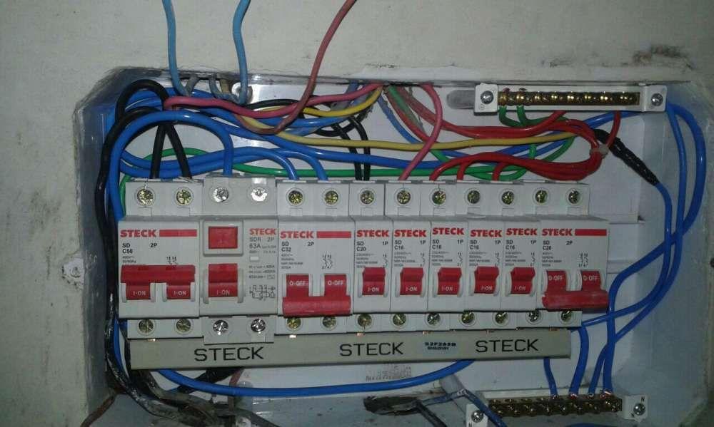 Electricista cuidadoso