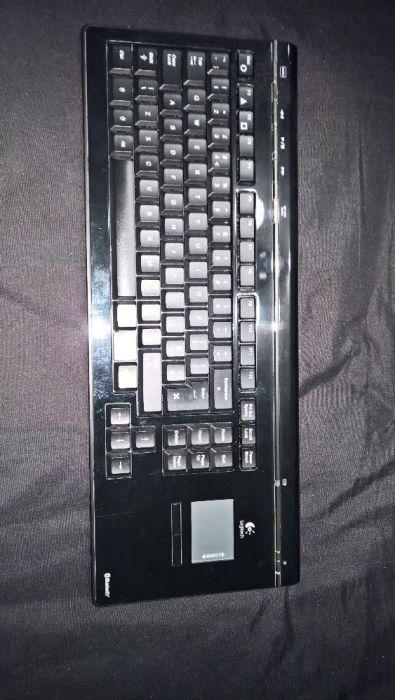 Vand tastatura BLUETOOTH , combo cu TOUCHPAD LOGITECH model Y-X5A77