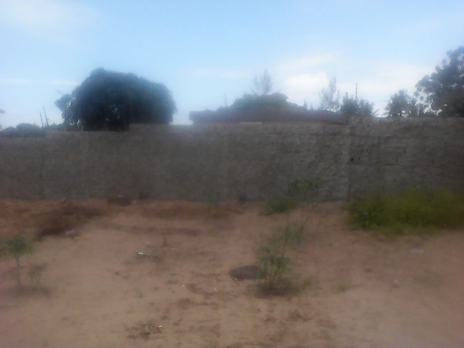 Vende-se Terreno no Michafutene na EN1. Polana - imagem 3