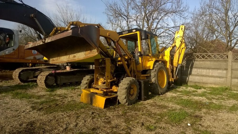 Dezmembrez buldoexcavator Massey Ferguson 50H