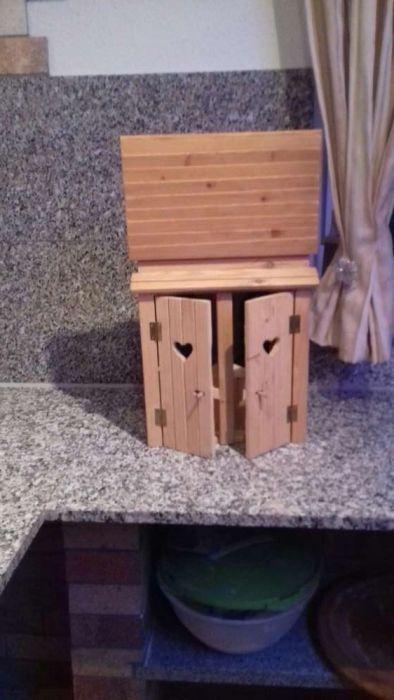 Caseta de lemn cu 2 butelii de vin
