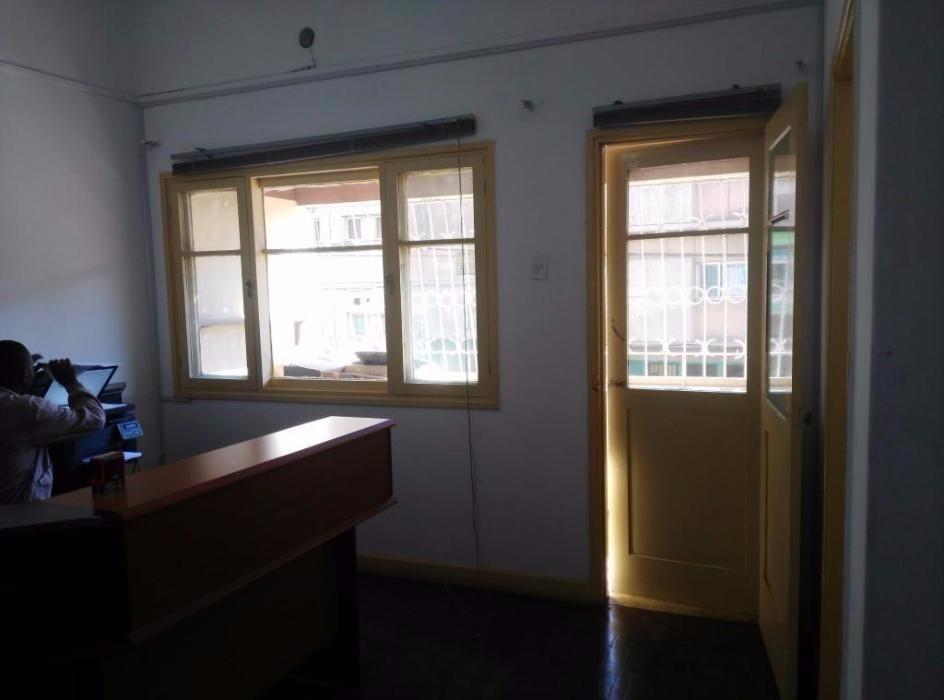 Vende se Apartamento tipo 3 a 4.000.000Mt no 1andar prédio de 2 andare