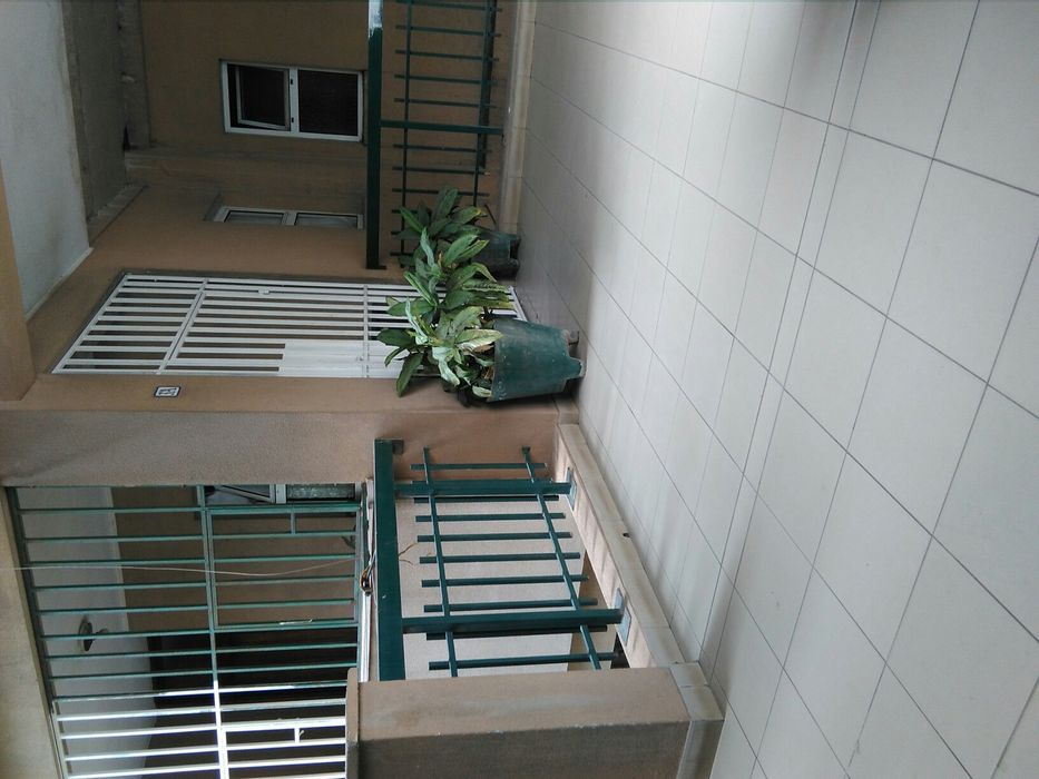 Aluga-se este apartamento t4 no alvalade no prédio dos deputados 4 and
