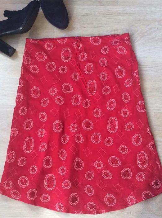 Красива и ефирна червена пола на супер промоция