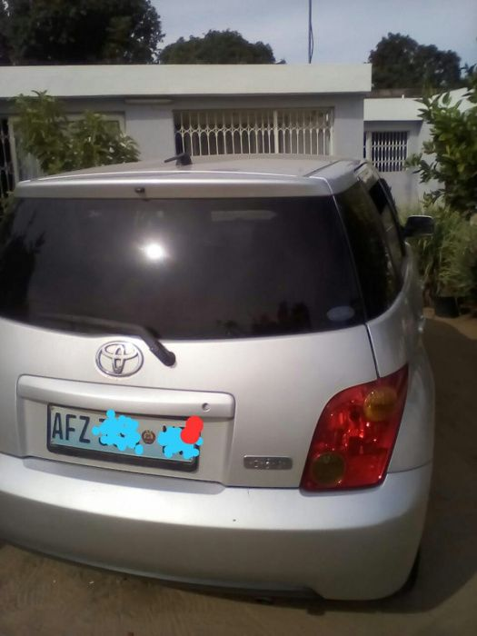 Toyota IST limpo