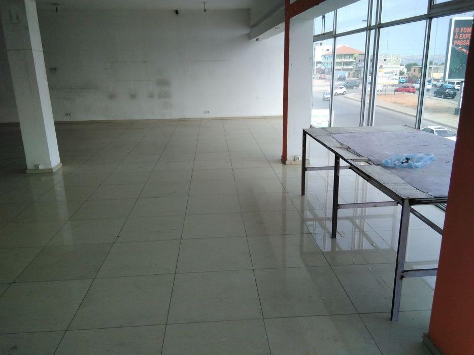 Aluga-se um escritório na eis praça do artesanato Benfica - imagem 1