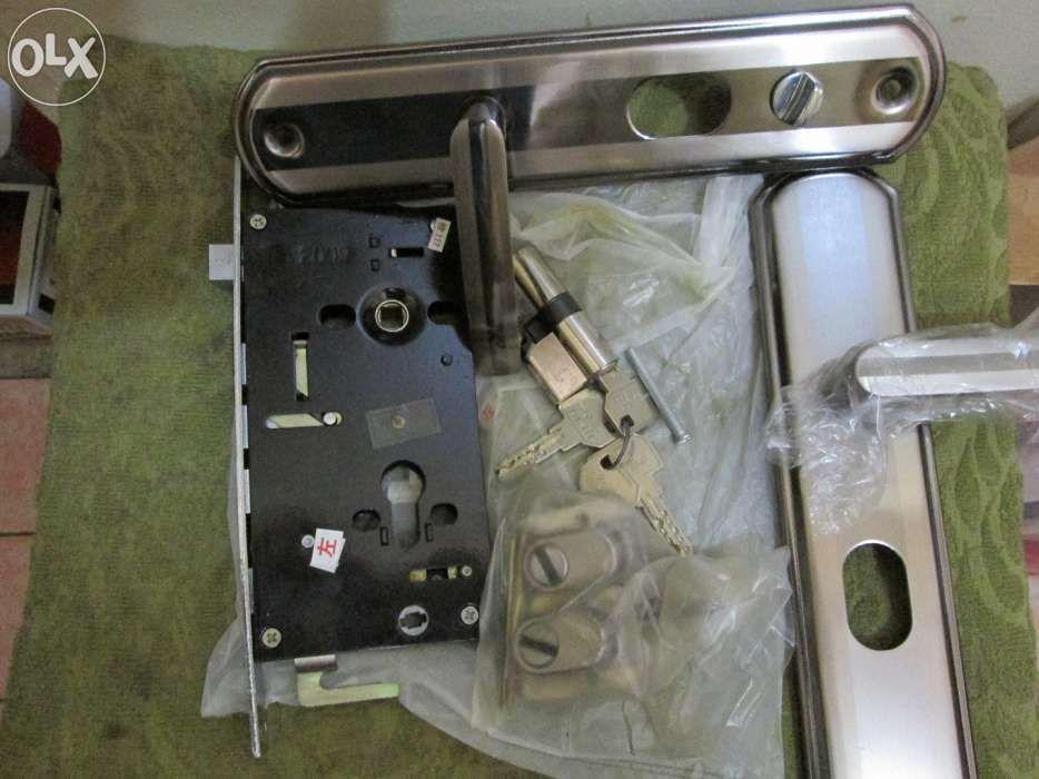 Broasca completa pentru usi metalice