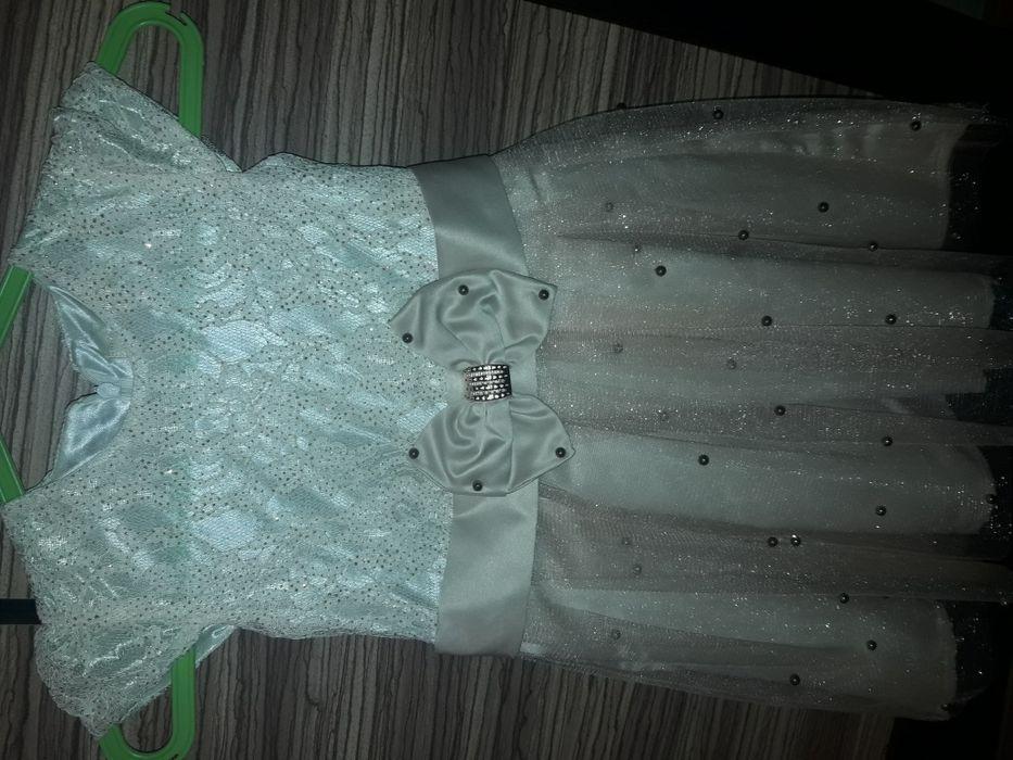 Шикарное платье на 2-3 года