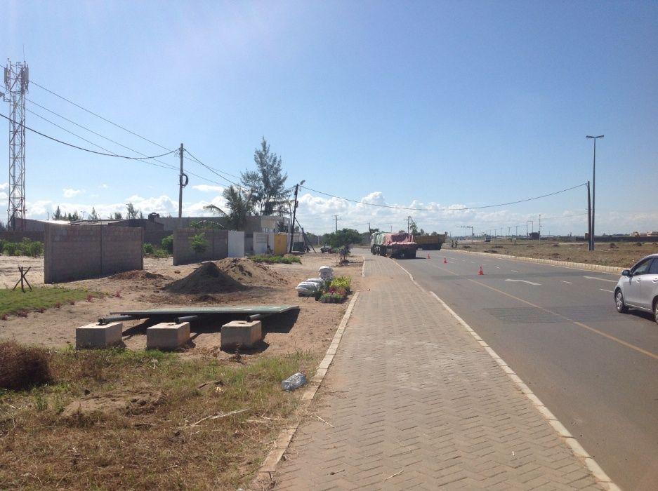 maputo-xihango . na berma da estrada. 45/60m=4.000.000mt negociaveis. Bairro Central - imagem 2