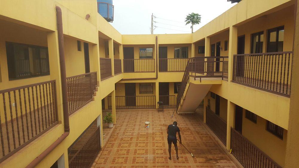 Hospedaria 24 quartos suites a 100m da estrada Fubú/Talatona. a venda