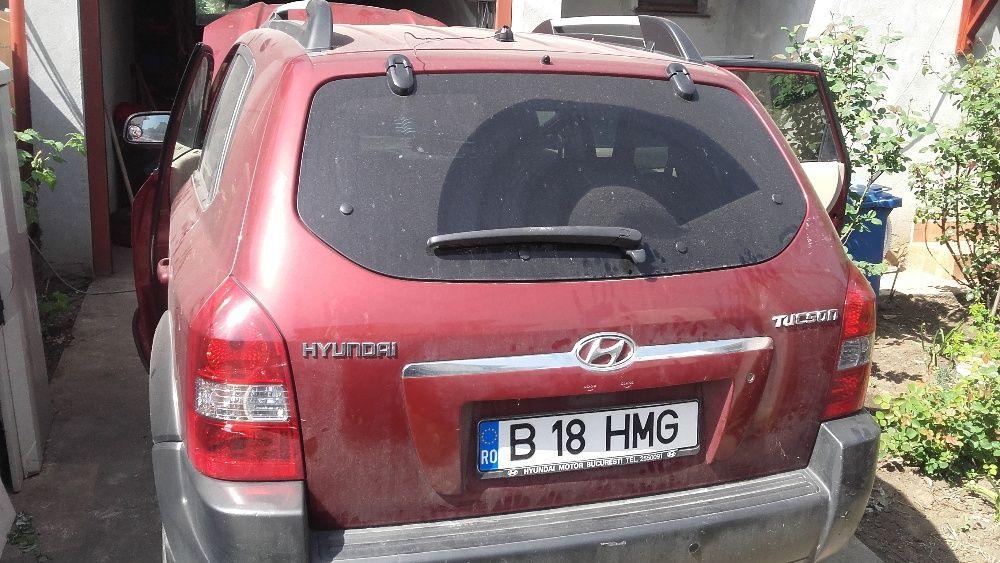 Usa spate, haion Hyundai Tucson 2009 rosu, 2.0 benzina, 4X4,