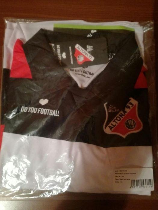 Футболна блузка и чорапи, немски Футболни протектори Diadora