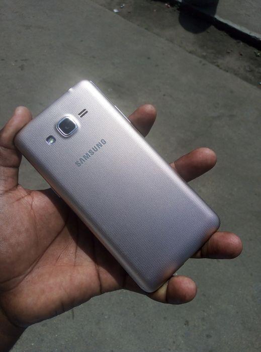 Samsung galaxy grand prime + com rachinhas mas functionality bem