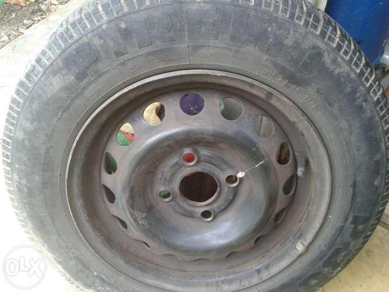 """Летни гуми с джанти """"Пирели"""" - 2 бр."""