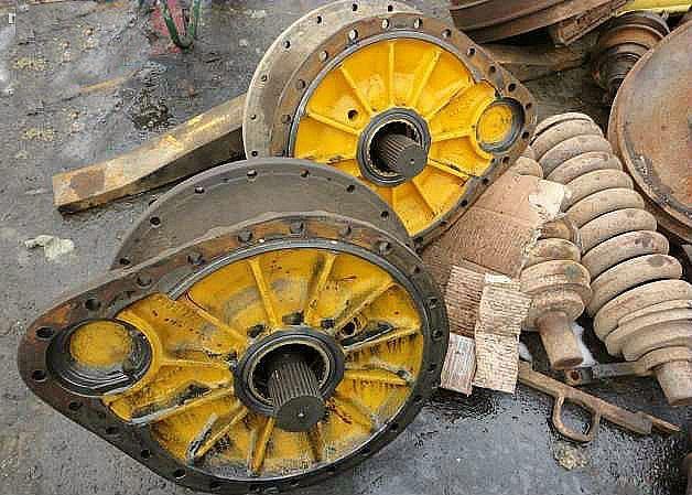 Transmisii si ambreiaje de buldozer Hanomag 600C . Brasov - imagine 2