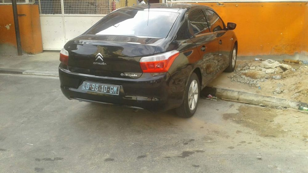 Vendo esse Citroën automático gasolina 45mil km carro limpo motor limp