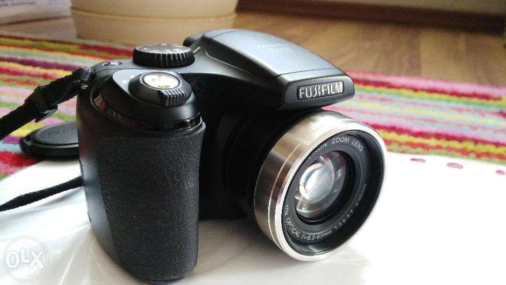 Aparat foto FujiFilm Finepix S5700 + card SD 1GB