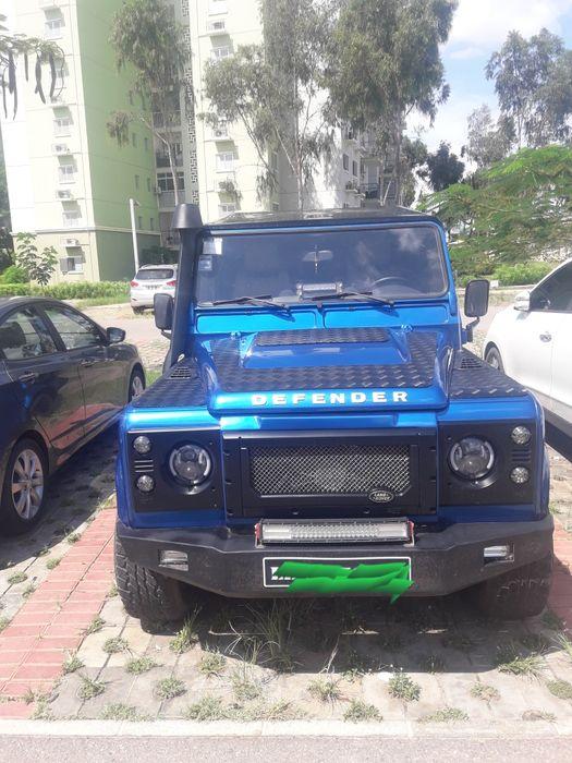 Land Rover Defender limpo e extremamente modificado A 16 milhões e 500