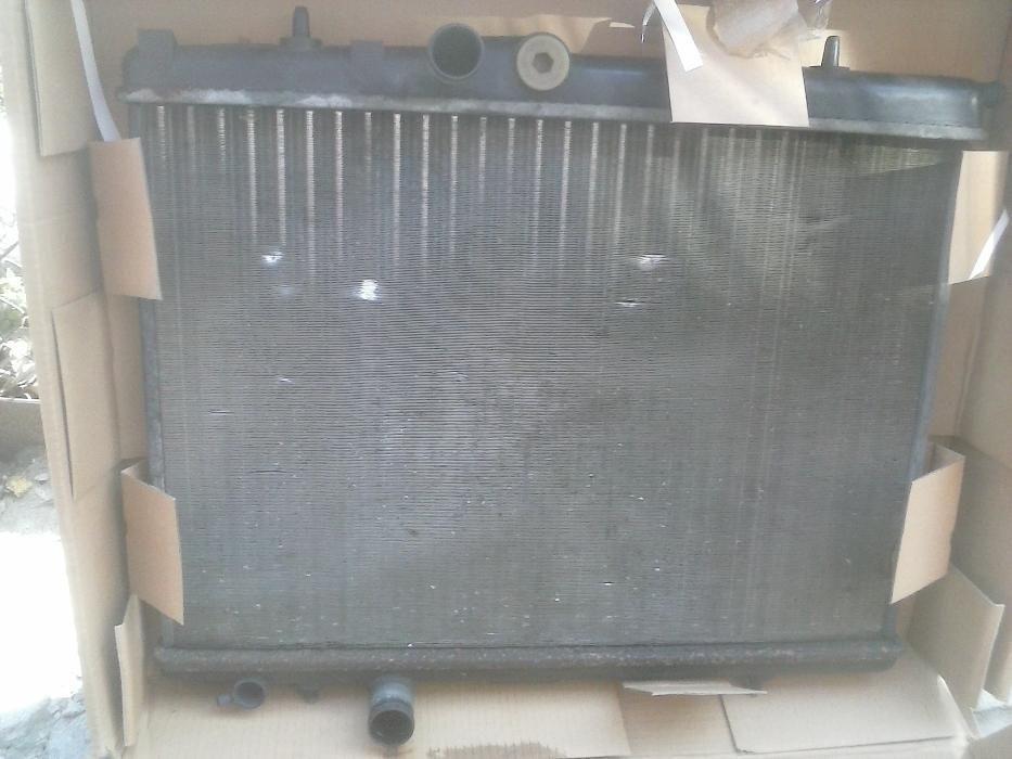 Радиатор за Пежо и Ситроен/Голф 4-решетка.