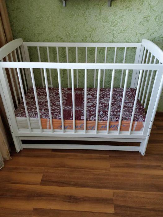 Продается детская кроватка качалка с матрасом в наличии две штуки