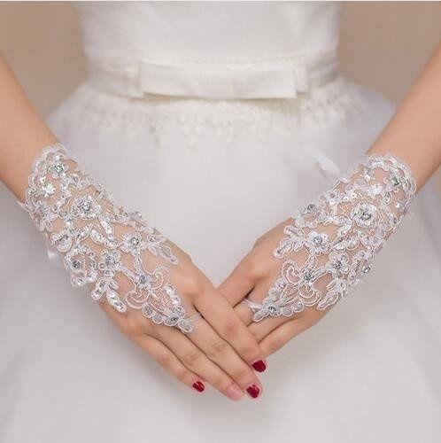 Manusi deosebite pentru mireasa eleganta culoare alb si ivory