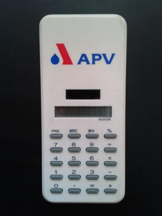 Продавам нов калкулатор със соларно захранване.