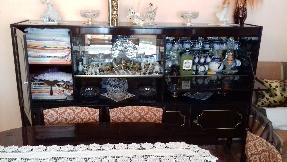 Mobila sufragerie + masa extensibila cu 6 scaune tapisate, furnir