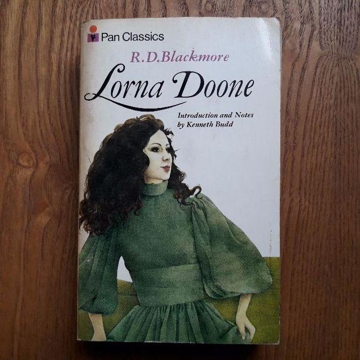 Продавам оригинална английска книга Lorna Doone на R.D.Blackmore