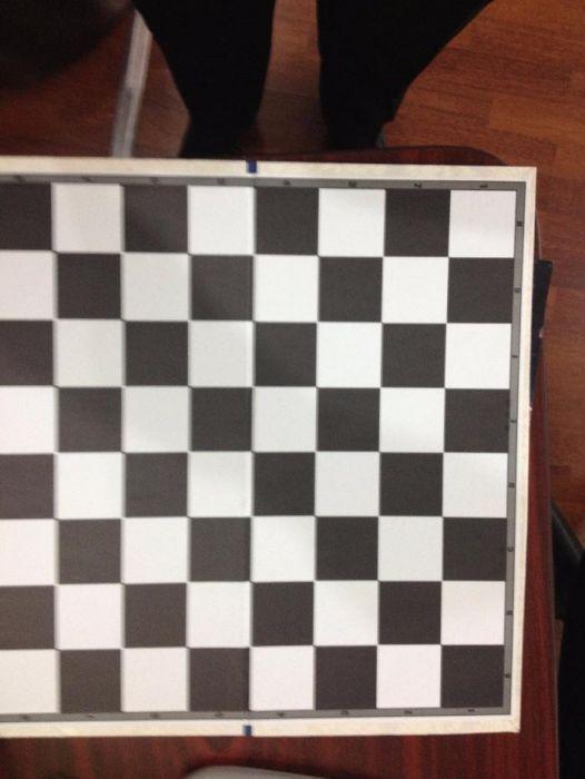 vând 20 șahuri,piese mari din lemn,table de joc din carton pliabile