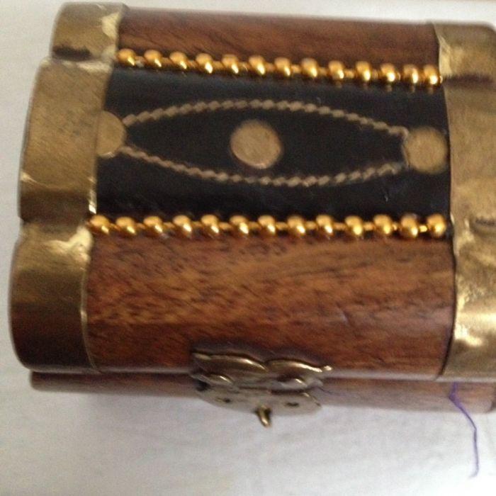 Caseta veche de bijuterii