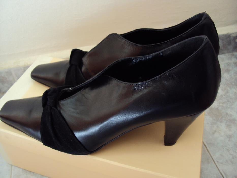 Продавам нови италиански елегантни обувки от естествена кожа . Нови !