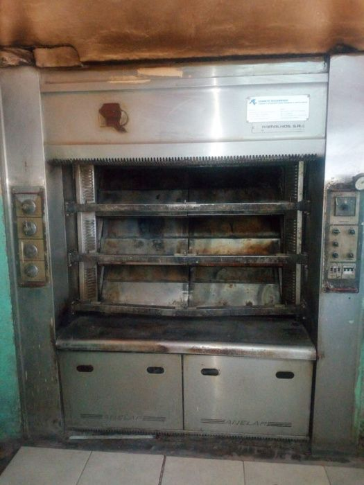 Vende se 3 Maquinas Duma Padaria forno , divisoria e massadeira matola