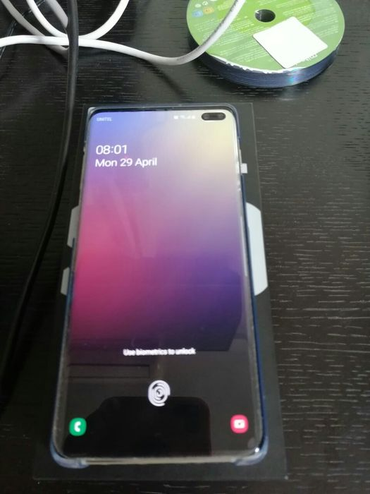 Samsung Galaxy S10+ 8GB RAM 128GB ROM semi novo com caixa e acessórios